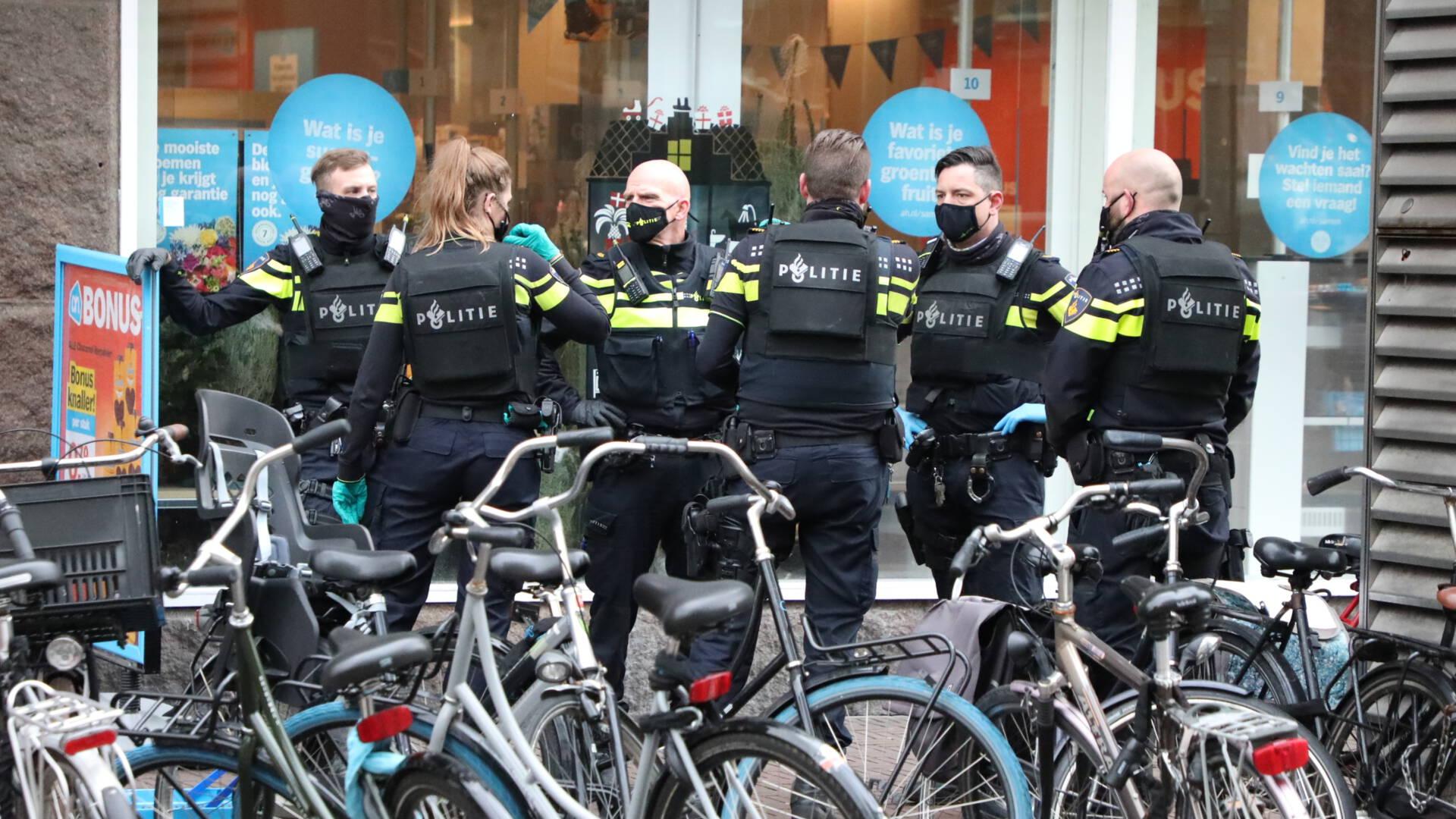 طعن 3 موظفين في سوبر ماركت في Den Haag وإشعال النار به