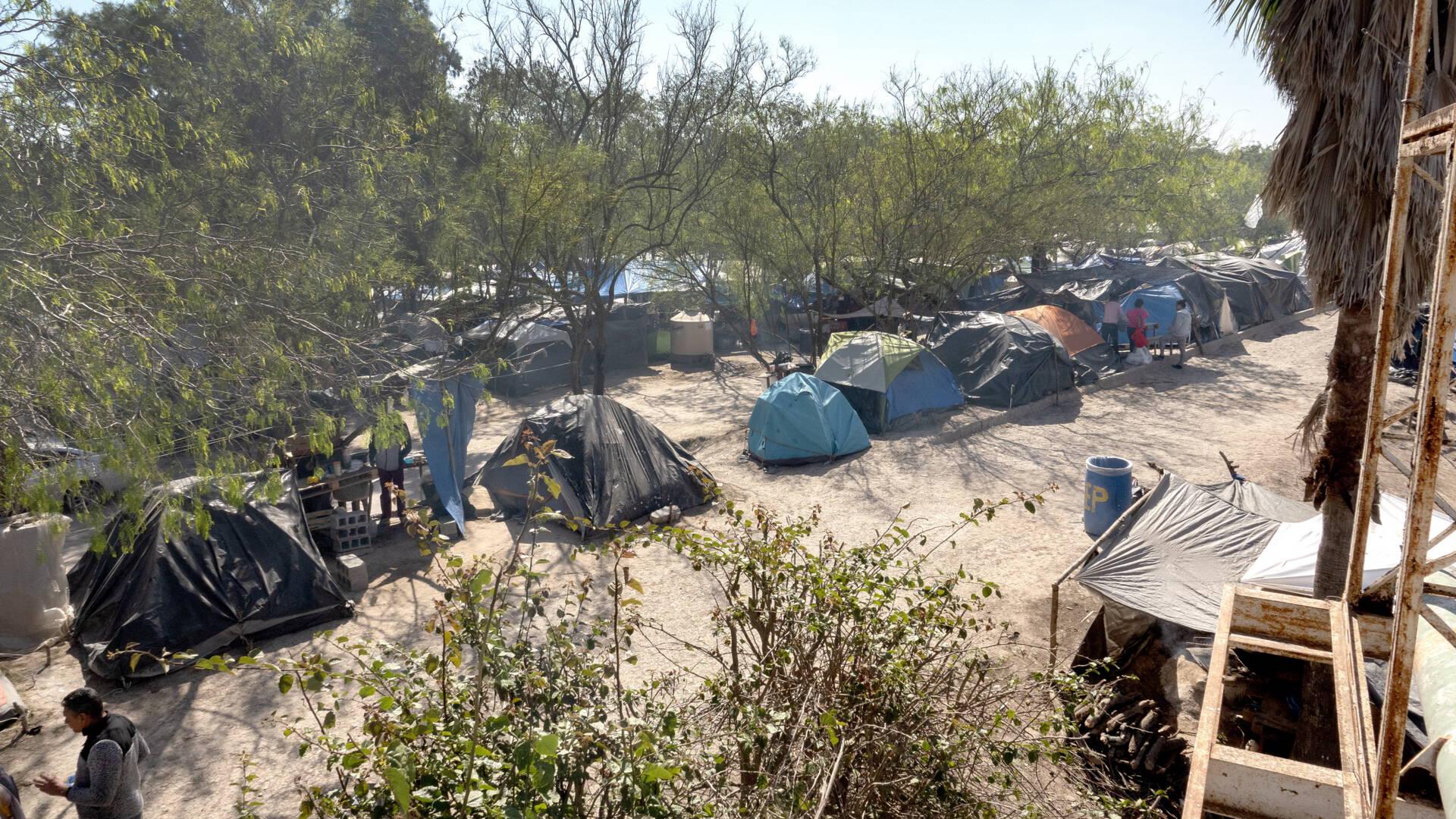 في ظل حكومة بايدن، يُسمح للمهاجرين بانتظار طلبات اللجوء في الولايات المتحدة