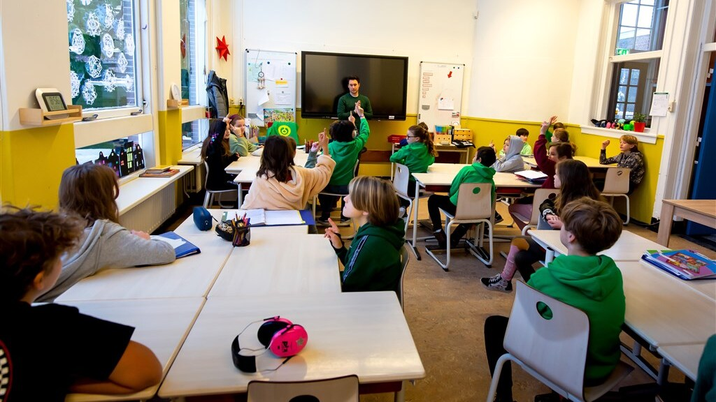 مجلس الوزراء يعمل على إجراء اختبار وقائي لمعلمي المدارس الابتدائية في جميع أنحاء البلاد