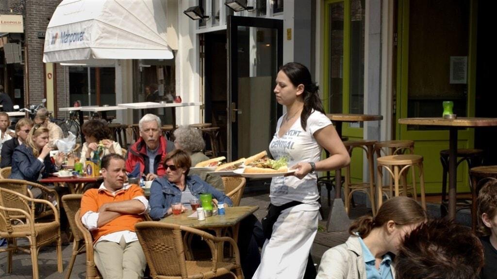 على الرغم من الضغوط المحيطة لمجلس الوزراء من أصحاب المطاعم وغيرهم، إلا أنَّ ستبقى المطاعم مغلقة حالياً