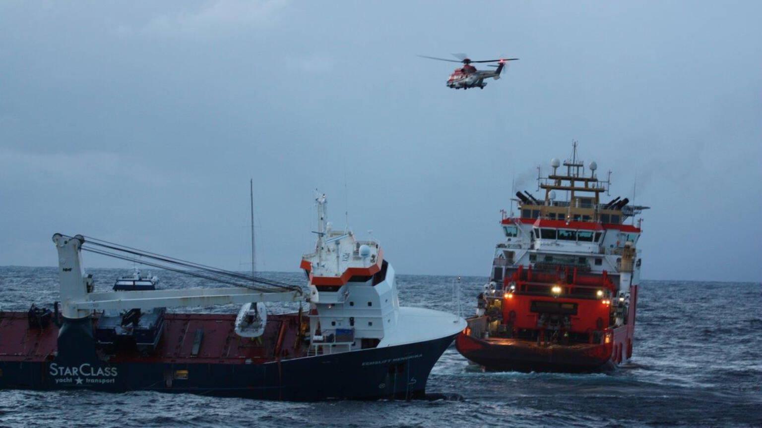 سحب سفينة الشحن الهولندية بعيداً عن النرويج