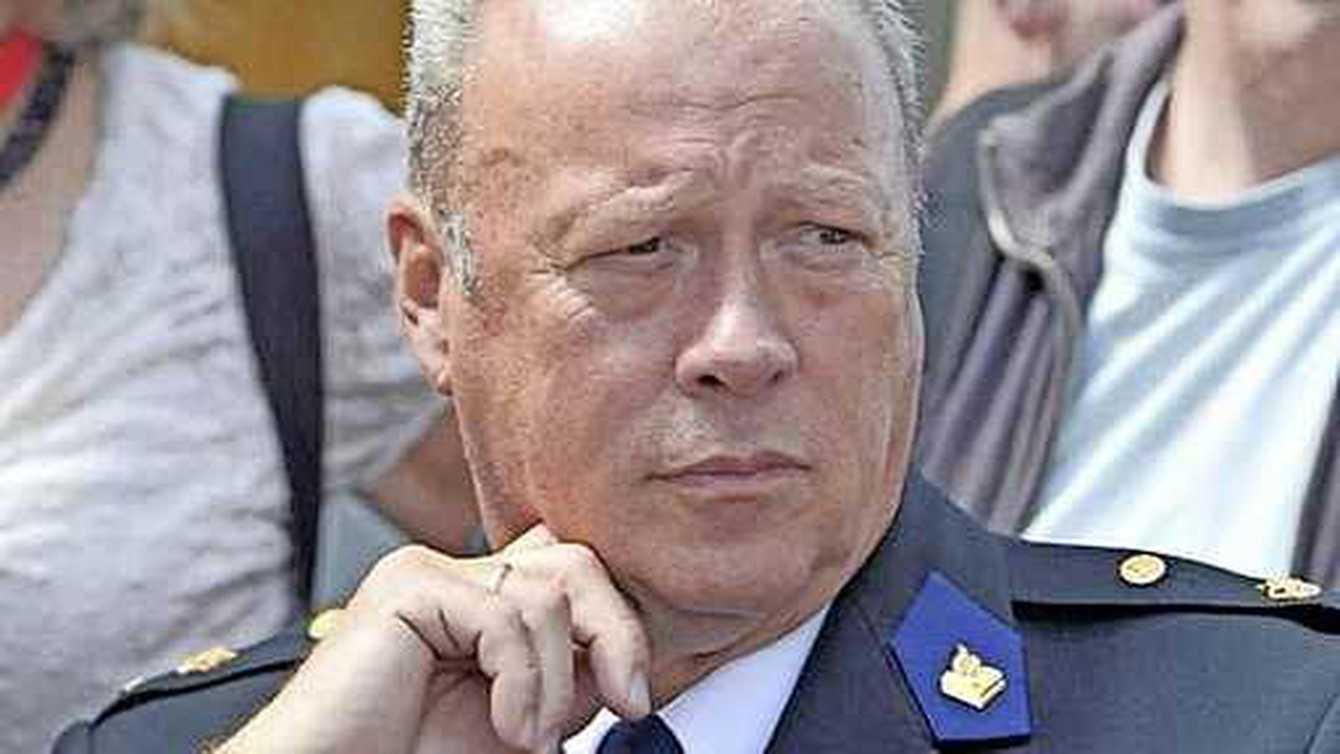 عقاب قائد شرطة أمستردام السابق بعد تزويره!!