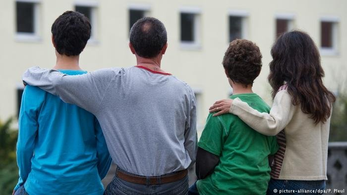 محكمة ألمانية: يمكن للاجئين الحصول على مزايا مادية حتى لو دخلوا بشكل غير قانوني!