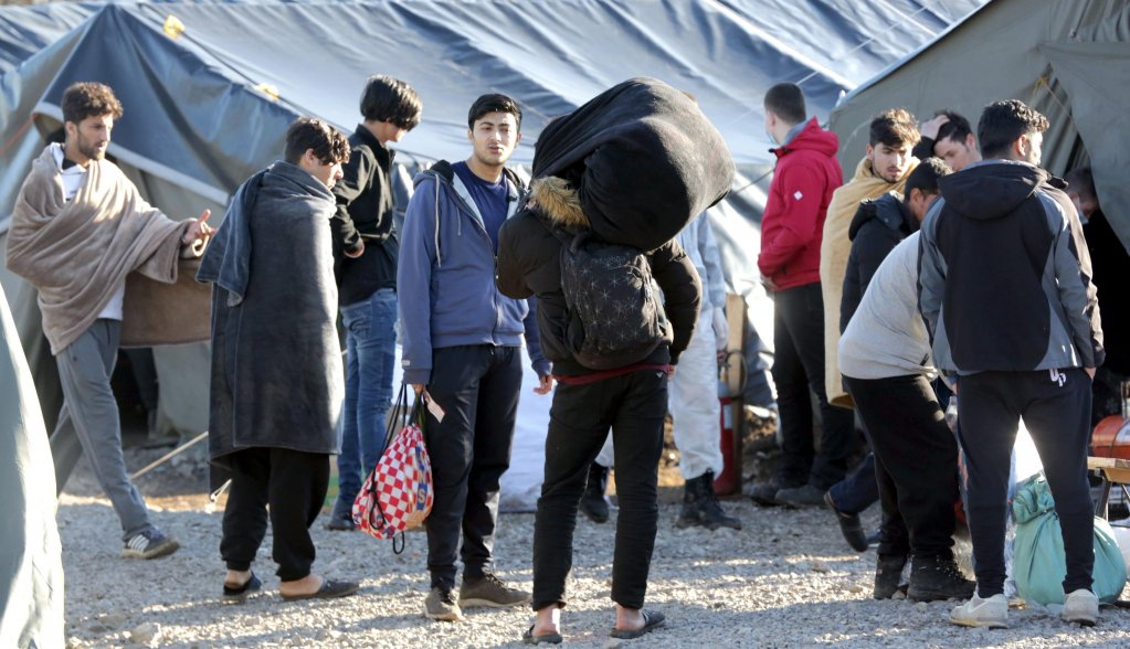 نقل 250 مهاجراً إلى مخيمات بوسنة
