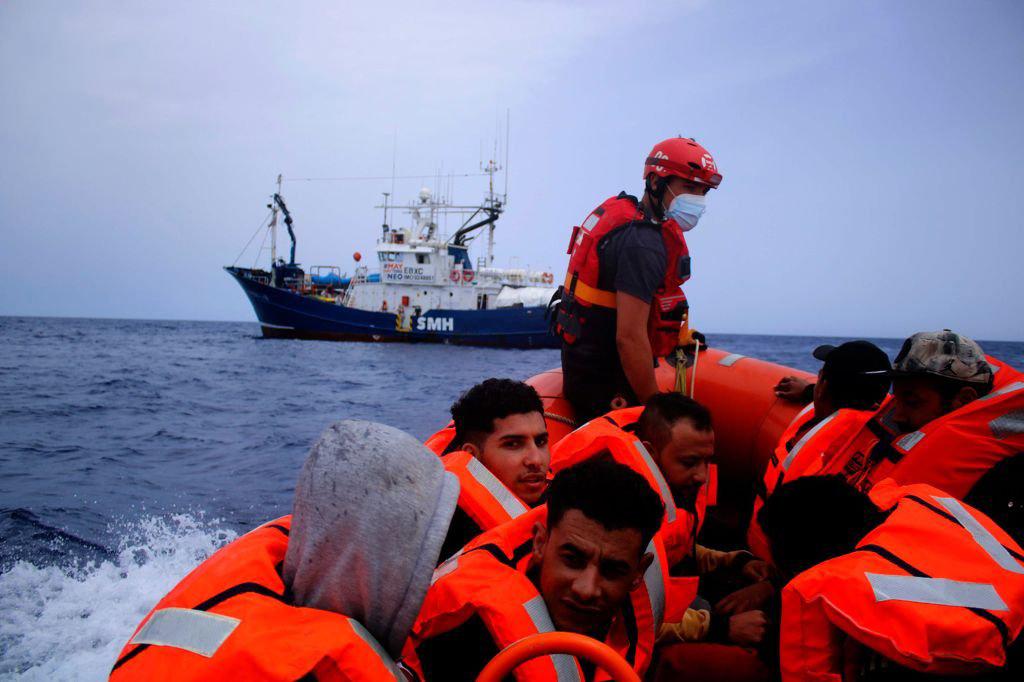 إنزال 50 مهاجرا في ميناء صقلية