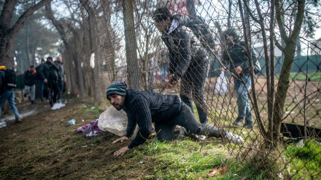 """تقنيات حديثة """"أكثر عدوانية"""" لمنع المهاجرين من العبور باتجاه أوروبا"""