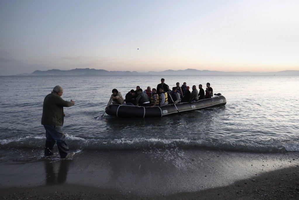 خفر السواحل التركي يتهم اليونان بصد أكثر من 3 آلاف مهاجر في بحر إيجة