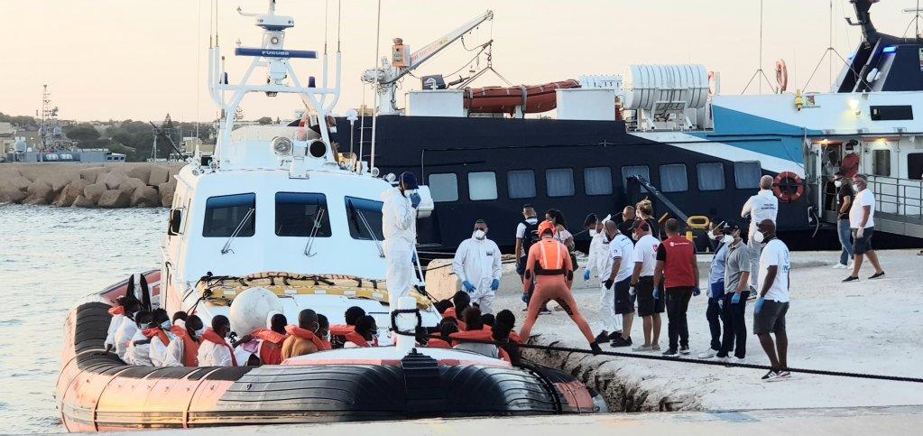 مساعدة إيطاليا في إعادة توطين مهاجري القوارب