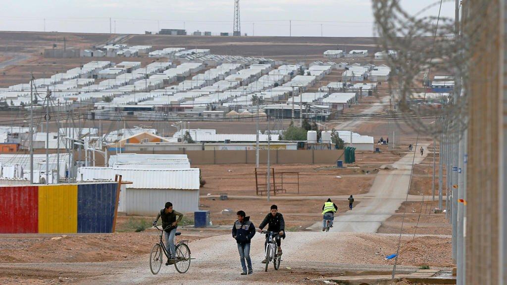 برنامج الأغذية العالمي يوقف مساعداته لـ12 ألف سوري في الأردن!!