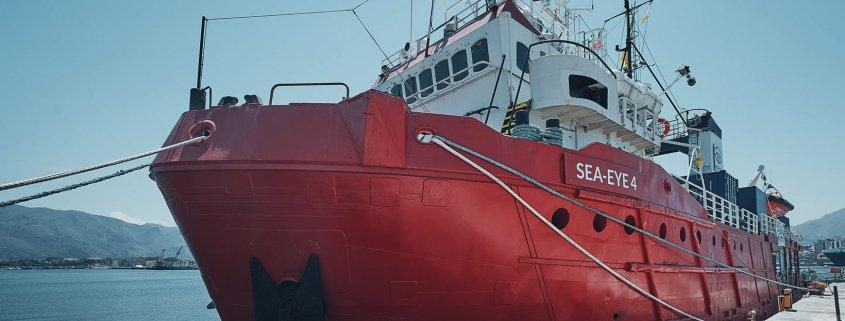 إيطاليا تحظر 5 سفن إنقاذ !!