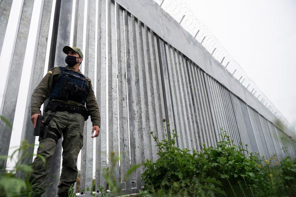 تقنيات حديثة لمنع المهاجرين من عبور الحدود!!