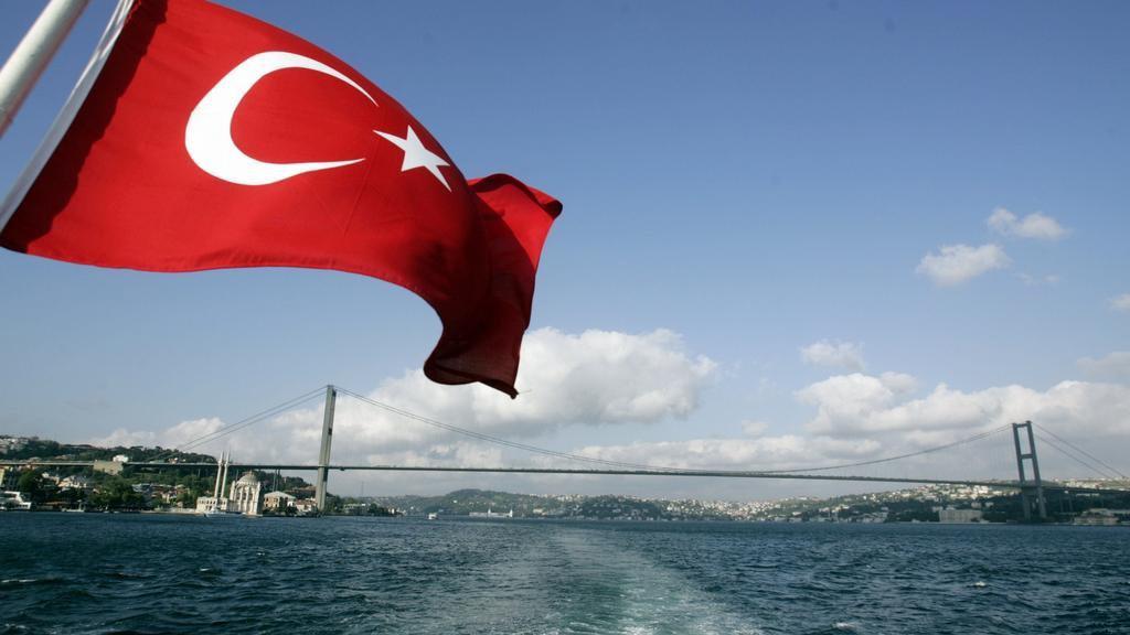 اعتراض 31 مهاجراً دفعتهم اليونان باتجاه المياه التركية