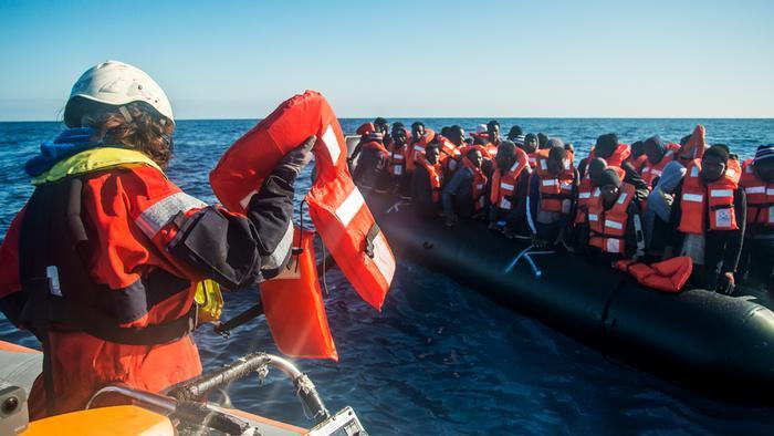 DW تتقصى الحقائق: هل الإنقاذ البحري عامل جذب للمهاجرين؟