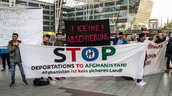 ألمانيا: مطالبات بتمديد منع ترحيل السوريين!