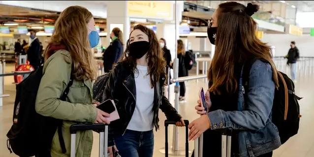 تستمر أرقام كورونا في الانخفاض بشكل حاد ، وتتزايد نسبة المسافرين الذين ثبتت إصابتهم بالفيروس!!