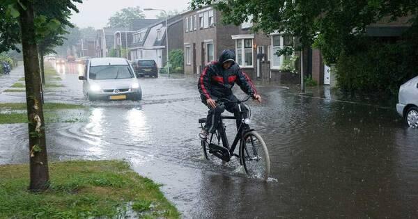 المياه تخرق أحد السدود في هولندا