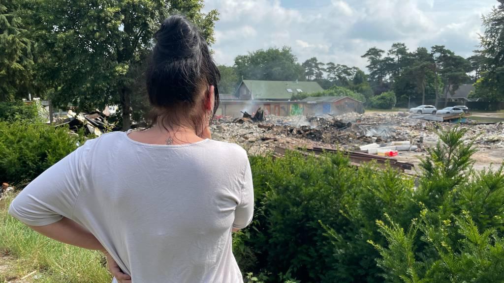 سكان المخيم يشتبهون في حريق عنيف متعمد