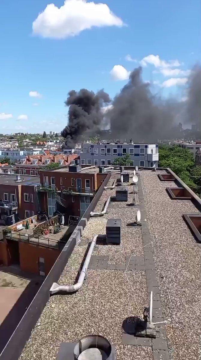 اندلاع حريق ضخم في وسط روتردام وإخلاء بعض المنازل