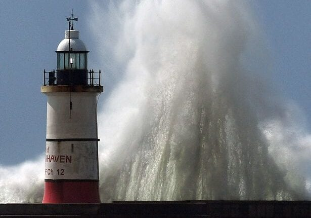تحذير من أمطار غزيرة وعواصف برياح تبلغ سرعتها 75 ميلاً في الساعة!
