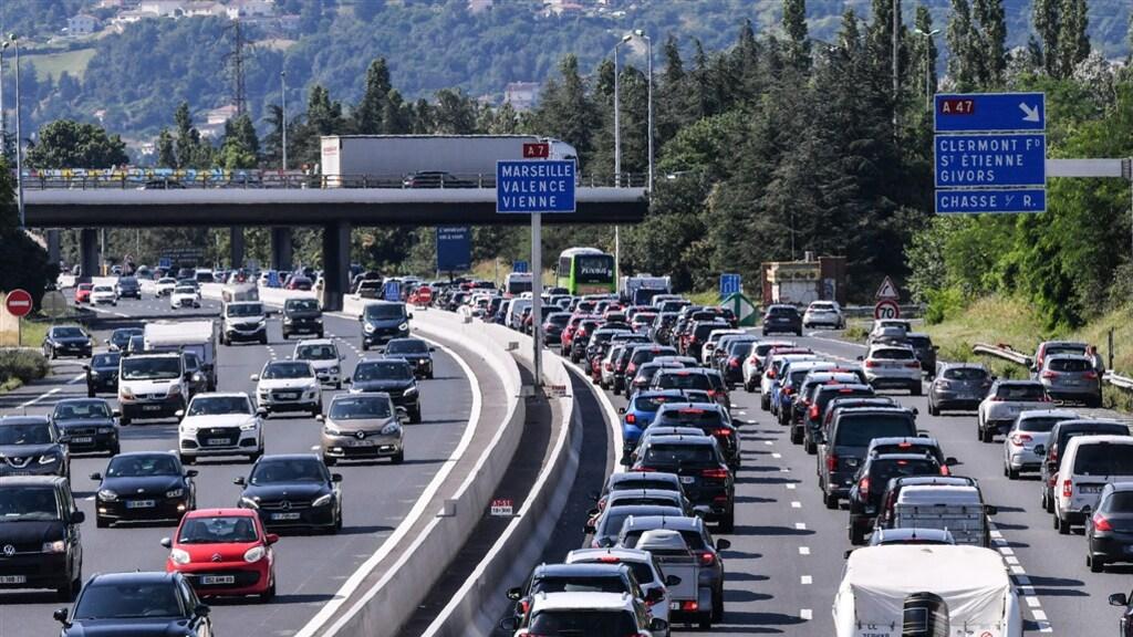 ازدحام مروري ضخم اليوم على الطرق السريعة الهولندية و الأوروبية