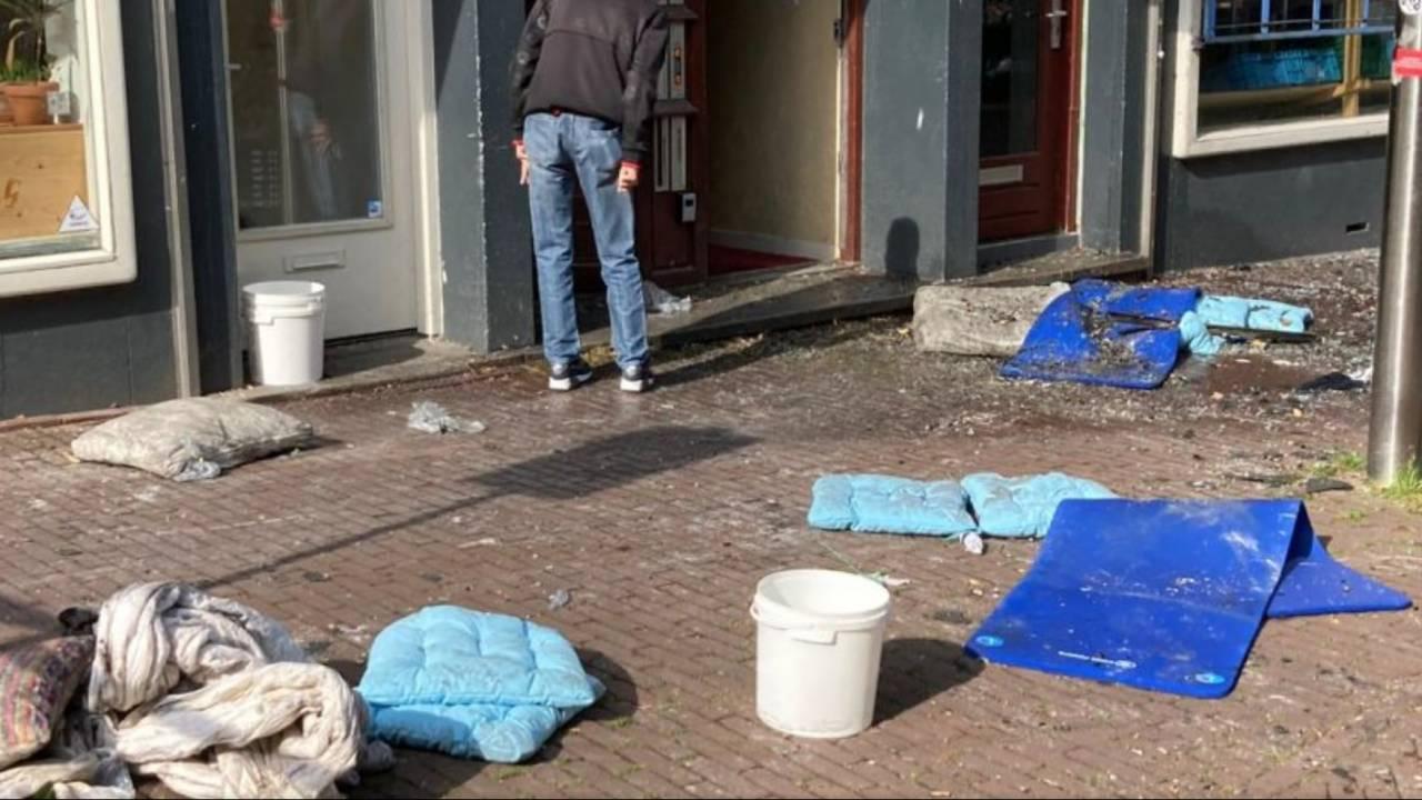 أُصيب اثنان بجروح بالغة جراء القفز من نافذة منزل محترق في أمستردام