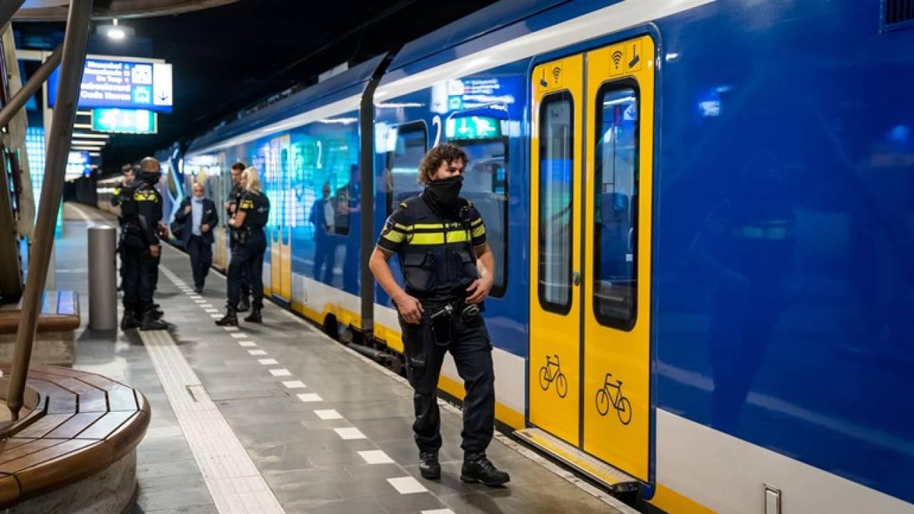طعن رجل في وجهه في قطار بين دوردريخت ولاهاي