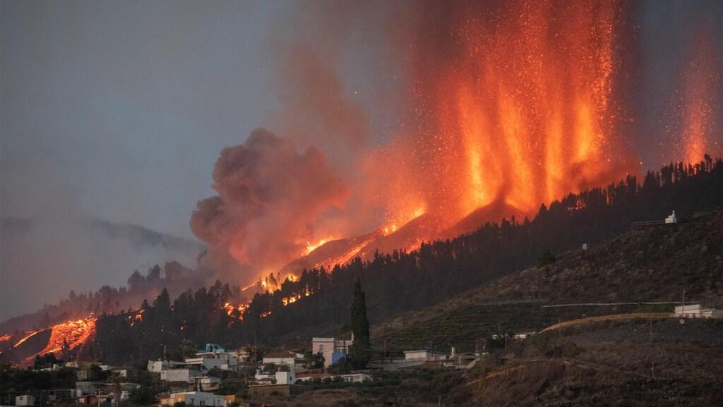تتدفق الحمم البركانية إلى القرى في La Palma، وإجلاء آلاف الأشخاص ومنهم هولنديون