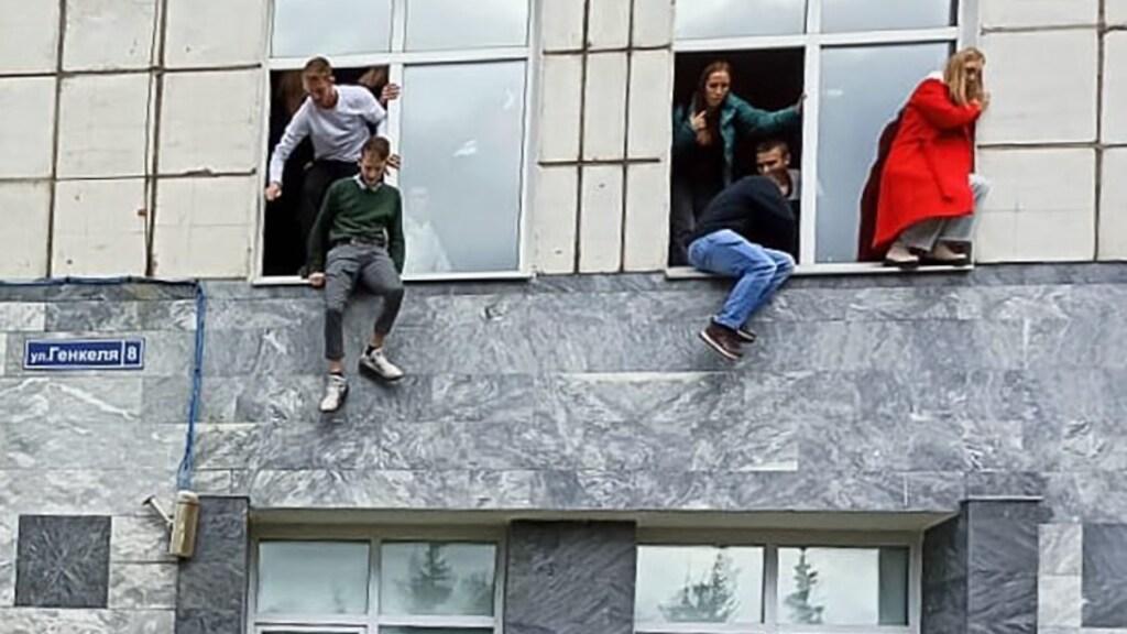 تسبب طالب في مذبحة في جامعة (قتل ثمانية أشخاص)