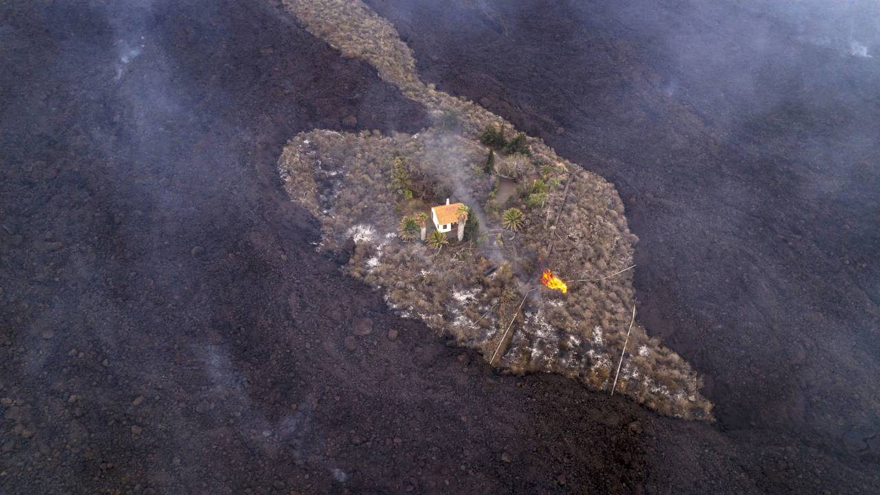 معجزة دنماركية هولندية في الحمم البركانية