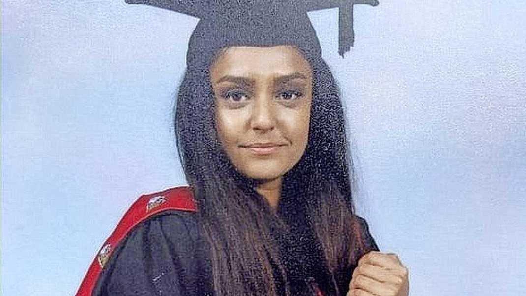 مقتل معلمة (28 عاماً) بالقرب من منزلها