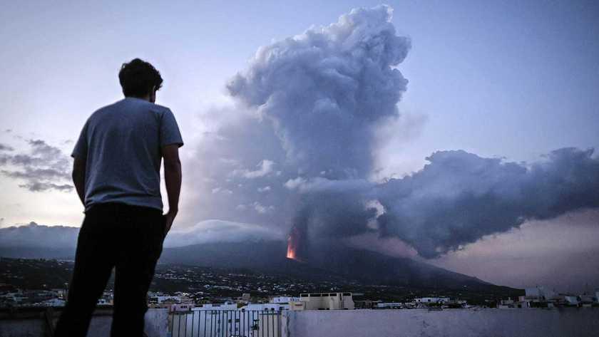 سحابة مع زيادة في تركيز ثاني أكسيد الكبريت السام من البركان في طريقه إلى هولندا