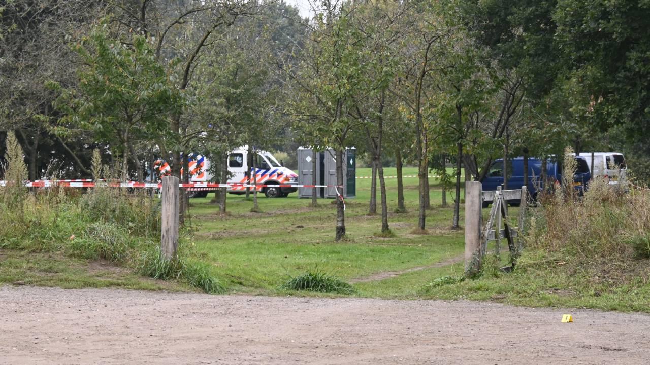 قُتل رجل طعناً حتى الموت في حديقة في الميلو من قبل شاب