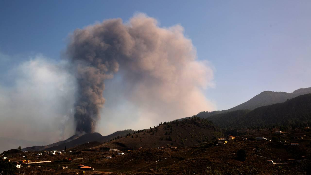 150 هولندياً في لا بالما، بدأ البركان في الانفجار مرة أخرى
