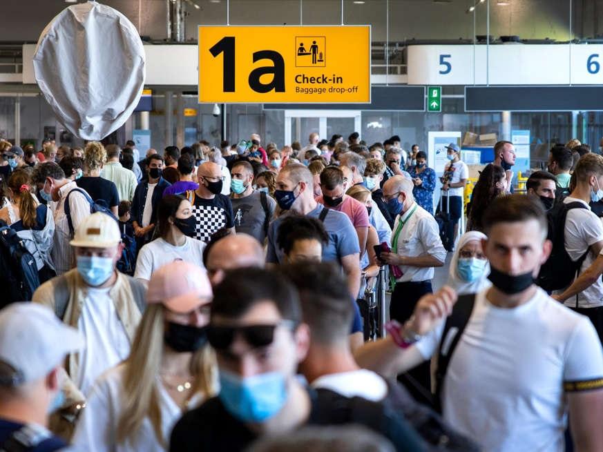 """يحذر مطار شيفول المسافرين من """"يوم الذروة"""" في بداية مزدحمة لعطلة الخريف"""