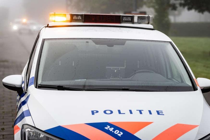 رجل بدون رخصة قيادة صدم ثلاث سيارات شرطة
