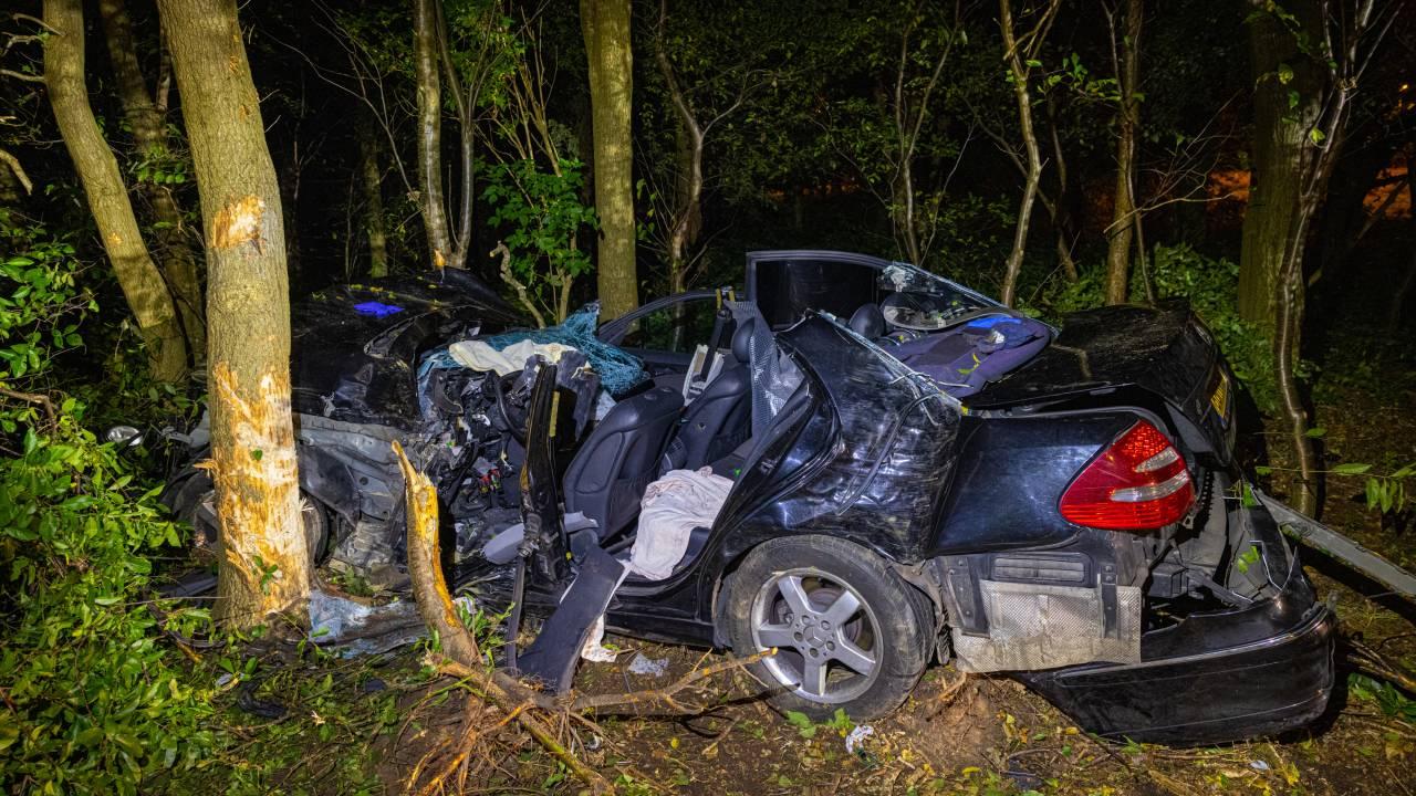 رجل محاصر بعد حادث خطير على الطريق السريع A50، تم إجراء البتر على الفور